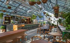The Deal with Roy Choi's Commissary, Now Open at the Line Hotel Los Angeles Magazine Serre Restaurant, Greenhouse Restaurant, Restaurant Design, Restaurant Bar, Restaurant Trends, Greenhouse Bar, Greenhouse Farming, Restaurant Photos, Restaurant Interiors