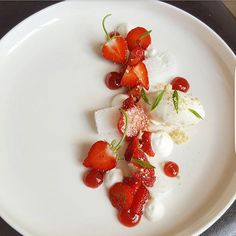 Quebec strawberries 'n' cream #mtl #montreal #food #fresh #truecooks #rollwithus #igers #chefsroll #dessert  #strawberries @chefsroll @culinarychefsportal #chefsplateform #chefsofinstagram #culinarychefsportal