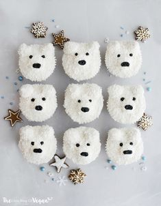 Quick and Easy Vegan Polar Bear Cupcakes Bear Cupcakes, Animal Cupcakes, Cupcake Cakes, Christmas Treats To Make, Christmas Desserts, Christmas Time, Holiday Treats, Holiday Parties, Fete Laurent