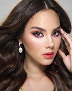 Discover the best makeup inspiration on Pageant Planet! Learn how to do your eyeshadow, contour, or lipstick! Pictured her is Catriona Gray, Miss Universe Filipina Makeup, Filipina Beauty, Grey Makeup, Subtle Makeup, Makeup Inspiration, Makeup Inspo, Makeup Ideas, Pageant Makeup, Beauty Pageant