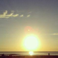 amanecer en la costa  argentina