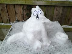 We LOVED this Simon's Cat Snowman sent to us by @Perry2402's on Twitter today -  Send us your Simon's Cat snowmen!!