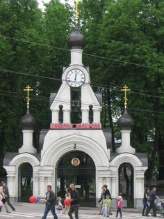 Иваново. is a city and the administrative center of Ivanovo Oblast, Russia, located 254 kilometers (158 mi) from Moscow and approximately 100 kilometers (62 mi) from Yaroslavl, Vladimir, and Kostroma. Population: 408,330(2010 Census)