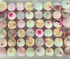 42 отметок «Нравится», 2 комментариев — Jo Wright (@secretcinderellacakes) в Instagram: «48 of the 50 cupcakes delivered this morning for a special couple tying the knot today. These are…»