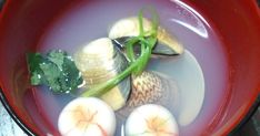 昆布と蛤のお出汁が美味しいお吸い物です*