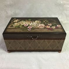 Medicine or sewing box. Decoupage Vintage, Decoupage Box, Vintage Shabby Chic, Vintage Wood, Mixed Media Boxes, Painted Trunk, Wooden Cigar Boxes, Arte Country, Sewing Box