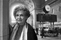 """La escritoraAliceMunroes la ganadora del Premio Nobel de literatura 2013. """"Maestra del relato corto"""", según el dictamen de la Academia sueca. La sucesora del escritor chino Mo Yan en el galardón más importante de las letras nació en Wingham (Ontario) en 1933. Conocida como """"la Chéjov de Canadá"""", Alice Munro construyó la base del realismo […]"""