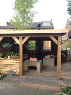 Prieeltjes met platdak of een veranda. japans prieel bij een koivijver of een overkapping met open of gedeeltelijk gesloten wanden. | Prins Tuinhuisjes