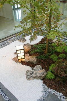 Tips and Examples of Beautiful Small Garden Design Ideas Pictures of small gardens. Ideas for small Modern Japanese Garden, Japanese Garden Landscape, Jardin Zen Interior, Interior Garden, Zen Garden Design, Landscape Design, Miniature Zen Garden, Zen Interiors, Japan Garden