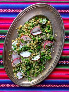 Quinoa saláta spárgával és zöldfűszerekkel