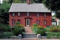 Creating a Colonial Garden - Old House Journal Magazine Colonial Garden, Colonial Exterior, Modern Colonial, Primitive Homes, Saltbox Houses, House Journal, Farmhouse Landscaping, Landscaping Ideas, House Landscape