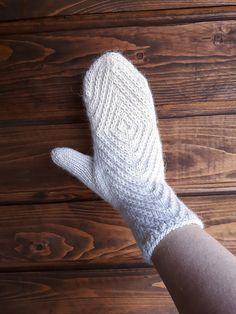 Ravelry: Rhombtwist mittens pattern by Kristina Tyla Mittens Pattern, Knit Mittens, Knitting Projects, Ravelry, Diy And Crafts, Knit Crochet, Gloves, Crocheting, Christmas