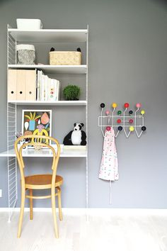 String System shelves. Borneo poster by Marimekko. From the lovely blog Hunajaista.