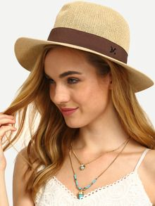 Бежевая модная соломенная шляпа с текстовым принтом