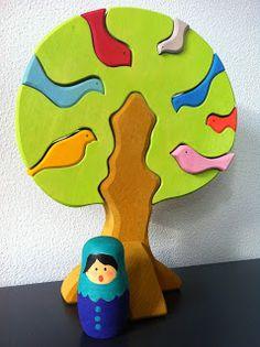 Blanke matroesjka omgetoverd tot een mooie dame (matroesjka's te koop op: www.houtspel.nl )