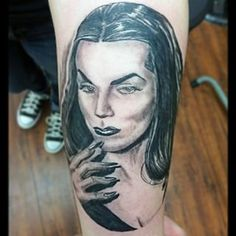 I'm soo happy with my #MailaNurmi (also known ad #Vampira ) tattoo. Amazing portrait work by @il_monstrum .