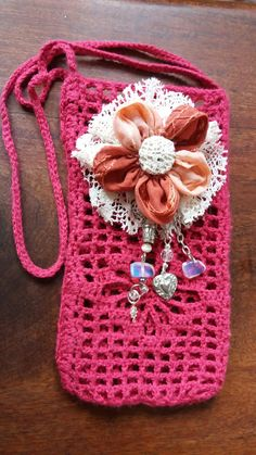 Mini carterita anapallero15@gmail.com Crochet Crafts, Crochet Doilies, Crocheted Bags, Crochet Phone Cases, Cell Phone Pouch, Mobile Covers, Purses And Bags, Crochet Necklace, Wallet