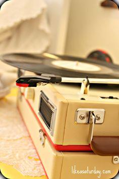 vintage record player #wordlesswednesday Rare Vinyl Records, Vintage Records, Vintage Music, Radio Record Player, Record Players, Rock Around The Clock, Big Screen Tv, Vinyl Junkies, Geek Things