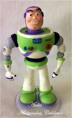 Tartas, Galletas Decoradas y Cupcakes: Paso a Paso Toy Story Festa Toy Story, Toy Story Party, Sugar Paste, Gum Paste, Bolos Toy Story, Polymer Clay Recipe, Toy Story Figures, Fondant Figures Tutorial, Toy Story Cakes