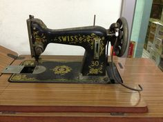 Old sewing machine : same model with Pfaff 50