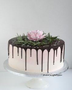 Marsispossu: Ristiäiskakkuja tyttövauvoille Bonfire Night, Cake Decorating, Decorating Ideas, Panna Cotta, Cupcakes, Ethnic Recipes, Birthday Ideas, Baby Shower, Food