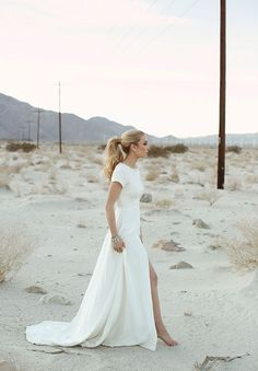 A wedding in the desert with a classic dress like this! Imagine!