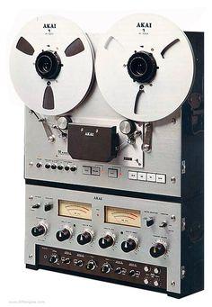 AKAI-PRO-1000 - www.remix-numerisation.fr - Rendez vos souvenirs durables ! - Sauvegarde - Transfert - Copie - Restauration de bande magnétique Audio - MiniDisc - Cassette Audio et Cassette VHS - VHSC - SVHSC - Video8 - Hi8 - Digital8 - MiniDv - Laserdisc