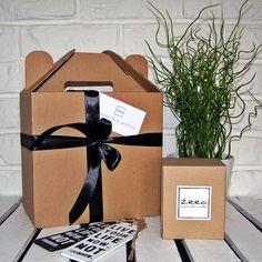 Minimalistyczne opakowanie na prezent dla wszystkich, którzy nie lubią lub nie mają czasu pakować... opakowania z kolekcji minimal stanowią idealną oprawę naszych naturalnych świec zapachowych.