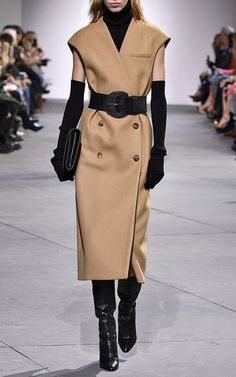 Get inspired and discover Michael Kors Collection trunkshow! Shop the latest Michael Kors Collection collection at Moda Operandi. Work Fashion, Fashion Brand, Fashion Show, Fashion Design, Look 2017, Michael Kors Fall, Outfit Invierno, Michael Kors Collection, Dolce & Gabbana