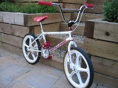 Choosing the Right Gear for Mountain Biking Bike Websites, Mountain Bike Races, Bicycle Tools, Build Something, Redline, Bmx Bikes, Pretty Cool, Nice, Old School