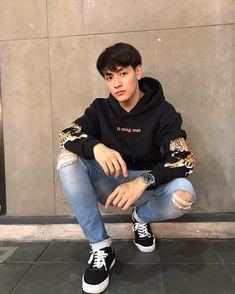 Cute Asian Guys, Asian Boys, Asian Men, 2moons The Series, Couple Silhouette, Ulzzang Couple, Thai Drama, Cute Anime Boy, Tights Outfit