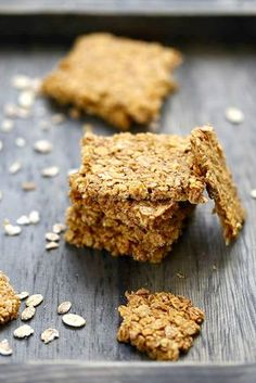 Oat flake crackers - Quick and Easy Recipes Healthy Crackers, Healthy Snacks, Ritz Cracker Recipes, Good Food, Yummy Food, Galletas Cookies, Biscuit Cookies, Holiday Appetizers, Greens Recipe