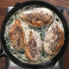 Creamy Lemon Garlic Chicken Recipe by Tasty - only so so but it's healthy and easy dish to make Lemon Garlic Chicken, Garlic Chicken Recipes, My Burger, Creamy Spinach, Yummy Food, Tasty, Cooking Recipes, Healthy Recipes, Le Chef