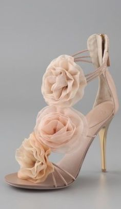 New Wedding Shoes Sandals Heels Giuseppe Zanotti Ideas Pretty Shoes, Beautiful Shoes, Cute Shoes, Me Too Shoes, Beautiful Pictures, Zapatos Shoes, Shoes Sandals, Strappy Sandals, Beige Sandals