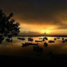 Coucher de soleil à Etang-Salé (Photo envoyée par @emiliegamba_de) N'hésitez pas vous aussi à envoyer vos photos par mp. Liker la page fb : facebook.com/ile974  #lareunion #reunion #gotoreunion  #reunionisland #iledelareunion #reunionparadis #reuniontourisme #igerslareunion #ile974 #island #photo #great #amazing #nofilter  #nature #beauty  #island #good #pretty #sea #port #boat #sunset