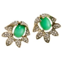 Bellflower earrings ($65) ❤ liked on Polyvore featuring jewelry, earrings, green, j.crew, earring jewelry, cabochon earrings, j crew jewellery, flower jewelry and green jewellery