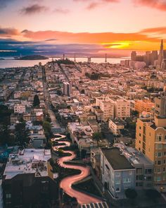 Lombard Street San Francisco by @maxloew by photoblog.sanfranciscofeelings.com sanfrancisco sf bayarea alwayssf goldengatebridge goldengate alcatraz california