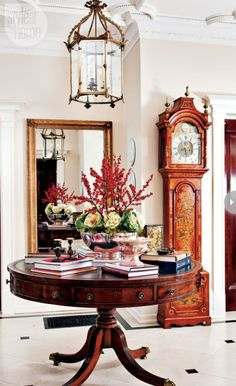 Regal English Christmas home regency style homes england Style At Home, Foyer Decorating, Decorating On A Budget, Interior Decorating, English Christmas, Christmas Home, Regal Christmas, Christmas Interiors, Design Entrée
