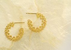 K18 pierced earrings love lace