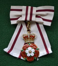 Royal Jewels of the World Message Board: Re: Badge of Service - Lord-Lieutenants Military Orders, Thin Ribbon, Imperial Crown, Tudor Rose, Tudor History, Chivalry, Royal Jewels, Lady Diana, How To Make Bows