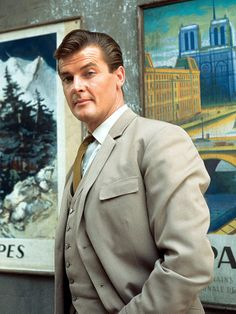 Simon Templar 1. The Saint. Classic Tv, Classic Movies, The Saint Tv Series, James Bond Actors, James Bond Style, Roger Moore, Yesterday And Today, British Actors, Hollywood Stars