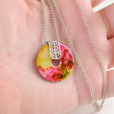 Washer necklaces are simple to make and super inexpensive. Kick things up a notch with marbling. That's some fancy hardware!