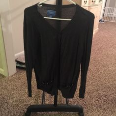 Simply Vera cardigan Excellent condition Vera wang cardigan. Pockets have cute details on them Vera Wang Sweaters Cardigans