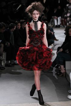 Alexander McQueen Fall 2015 Ready-to-Wear | Stunning Floral Sculptural Dress | Red Poppies Roses Inspired | Goth Glam