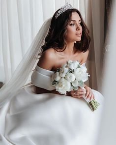 These satin wedding dresses are a classic option for any bride. They work well with most body types so the bride looks and feels confident and comfortable. Top Wedding Dresses, Wedding Dress Trends, Princess Wedding Dresses, Designer Wedding Dresses, Bridal Dresses, Wedding Gowns, Lace Wedding, Princess Bridal, Grecian Wedding