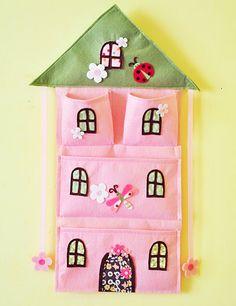 Felt & Fabric Pink House Bow Holder and wall par AContinualFeast