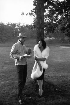 Michelangelo Antonioni gives direction to Jeanne Moreau during a location shoot for La Notte, 1961. Michelangelo Antonioni, Jeanne Moreau, Akira, French New Wave, Film World, Cult Movies, Great Films, Film Stills, Film Director