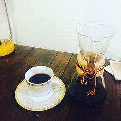 #아저씨커피 #케멕스 #스페셜티커피 #과테말라 #마이크로랏 #케멕스는언제나옳다 #chemex #specialtycoffee #Chemex_is_always_right #hatemondays #latenightcoffee 월요일은 싫지만 케멕스는 좋다 Hate mondayLove chemex http://ift.tt/1U25kLY