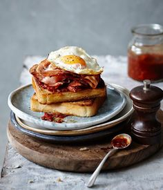 foodiebliss:  Perfect Bacon And Egg SandwichSource: Gourmet Traveller Where food lovers unite.