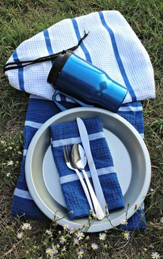 Mess Kit Tutorial - great for pioneer trek, girls camp, scout camp, or just about anything else.  Supplies available at most dollar stores.  One hour craft.  Good beginner sewing project.  Can be done by machine or by hand.  Everything fits neatly inside the drawstring bag.  Bag, napkin, and dishrag are made from sturdy dish towels that dry quickly and easily.  So handy!